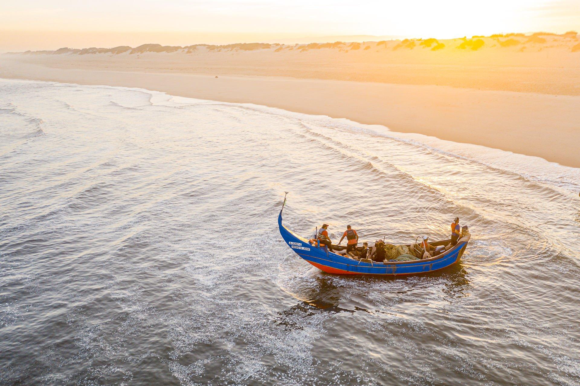 Arte Xávega - homens no barco